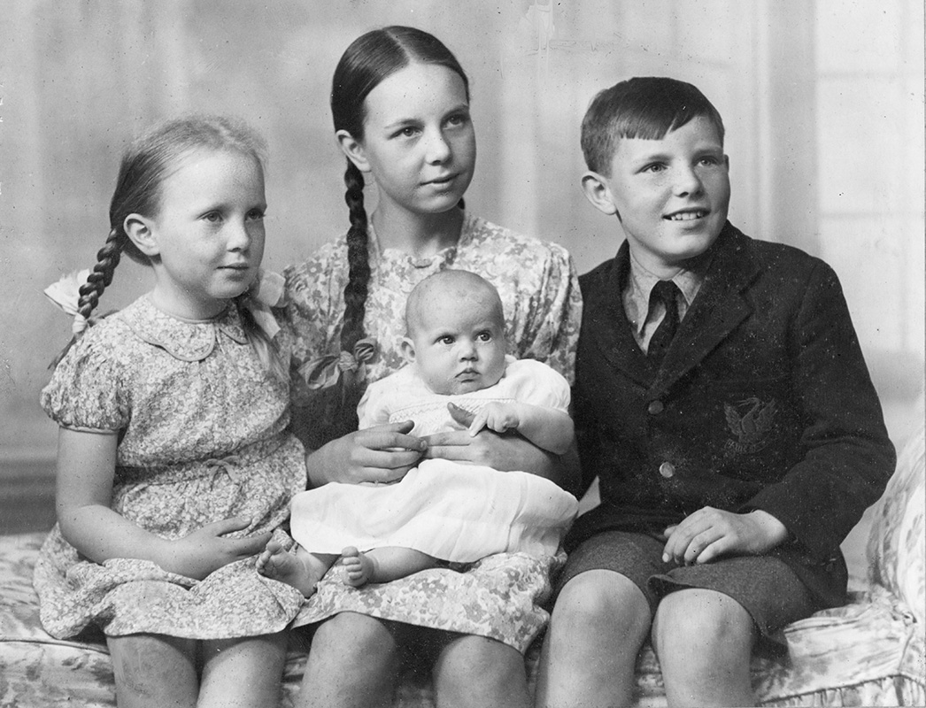 William Wynne Willson with his 3 sisters: Janet, Mary Ann holding Sarah, William Wynne Willson, 1942